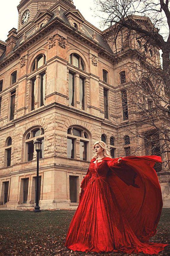 In Stockverkoop Rode fluwelen Gwendolyn van RomanticThreads op Etsy