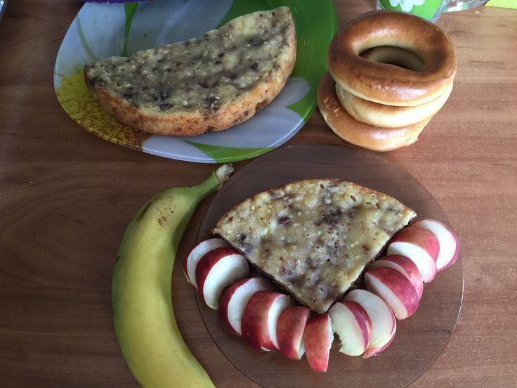"""Творожный кекс с бананом и орехами -   Говорят в кино есть только три (пять, семь) сюжетов. А на кухне можно приготовить первое, второе и компот получается. Творожный кекс с бананом и орехами вполне годится и на завтрак и на десерт, и к чаю и к """"вечернему кинопросмот�"""
