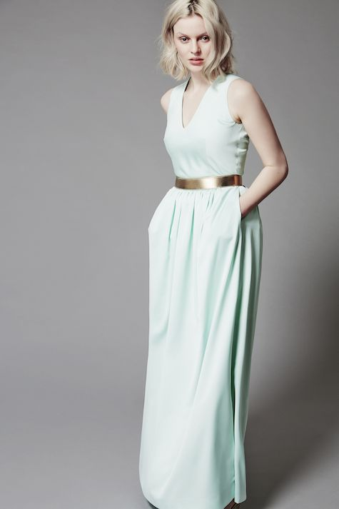 Mix & match your perfect dress. Anna is wearing Yvy-Jane in pastel mint with a classic belt in gold. Buy it here: http://piqyourdress.com/piqshop/