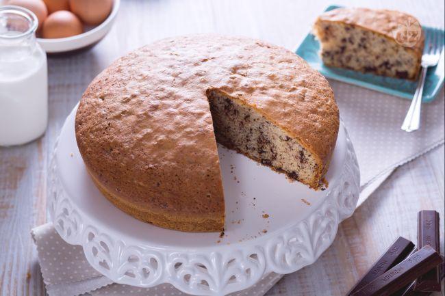 La torta stracciatella è una torta arricchita con cioccolato; un dolce per riciclare il cioccolato avanzato perfetto per colazione o merenda!