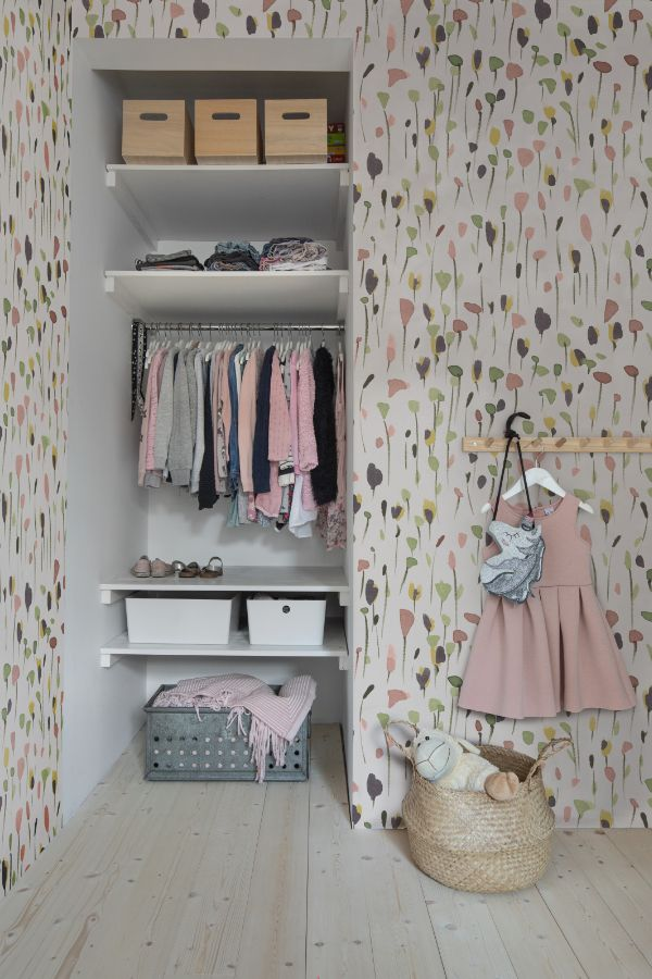 Kinderzimmer_Kindertapete_Gestaltung_Madchen_Sitzmobel