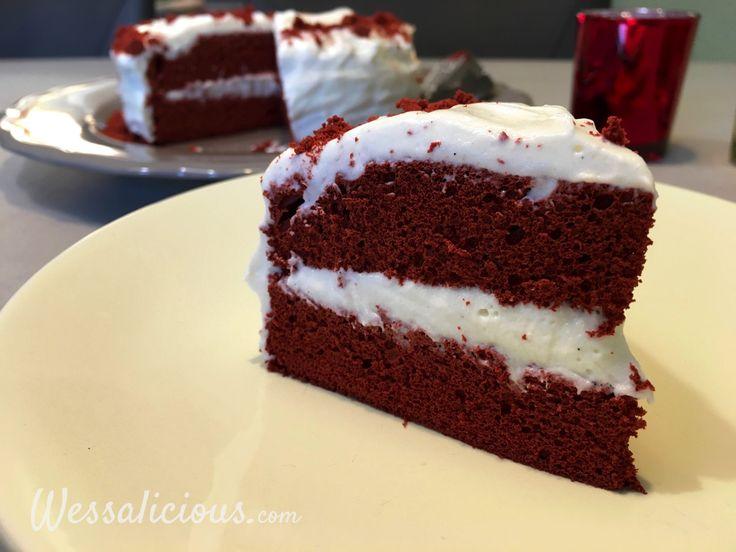 Nieuw recept: Red Velvet Taart:  Red velvet taart is van oorsprong een Amerikaans #recept. In Amerika zijn vooral de muffins en cupcakes enorm populair, maar de taart op zich kent ook zijn succes. De taart is bijzonder door de smaken van chocolade en de zuurtjes en zoetjes die worden gebruikt. We verrijken deze taart met wat espresso zodat deze een intensere smaak krijgt. De rode kleur is typisch en wordt bekomen met rode kleurstof (liefst in poedervorm). Red Velvet taart is