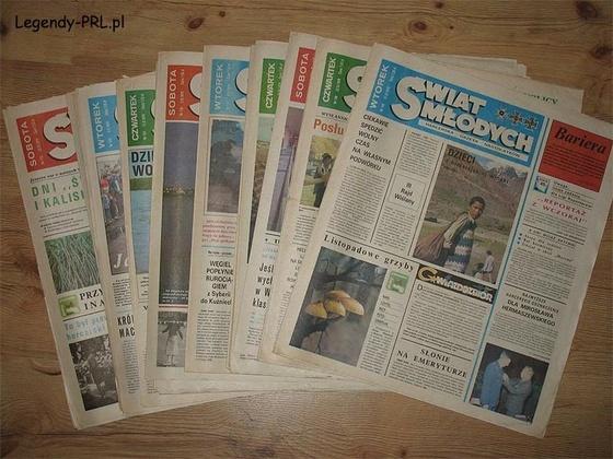 """""""Świat Młodych"""" – polskie czasopismo dla młodzieży wydawane w Warszawie w latach 1949–1993, utworzone z połączenia dwóch czasopism: """"Nowy Świat Przygód"""" i """"Na Tropie"""".Część artykułów była poświęcona ruchowi harcerskiemu i zuchowemu (informacje o zlotach, sprawnościach, teksty piosenek i chwyty gitarowe itp.). Była także część popularnonaukowa, trochę sportu młodzieżowego, a na ostatniej stronie komiks."""