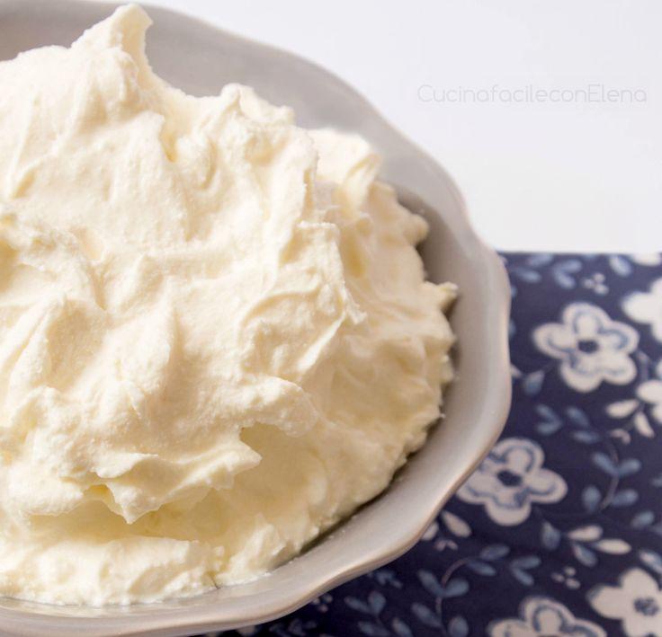 Il Mascarpone è un formaggio dolce molto utilizzato per la preparazione di piatti sia dolci che salati. Sapevate che si può preparare in casa? Facilissimo!!