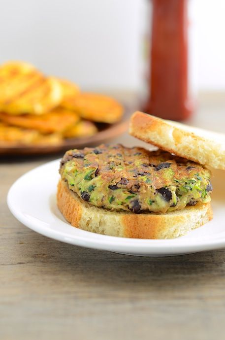 Veggie Burgers - 4 ingredients, high in protein and fiber, and about 100 calories each!