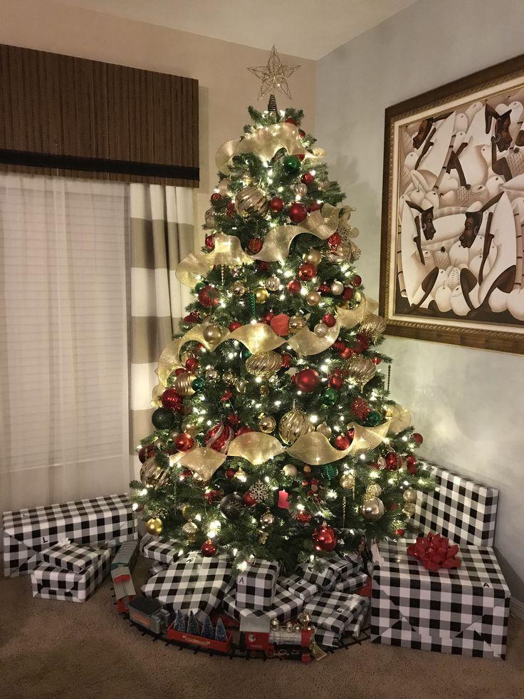 2017 - classic yet contemporary Christmas tree decor. Contemporary  Christmas Trees