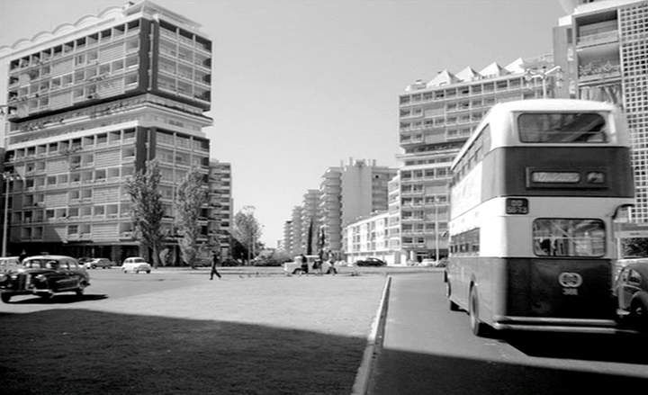 Av. dos Estados Unidos da América, Lisboa, 1957. Perpendicular a esta linha, passando à frente (do lado de cá) dos prédios fica a Av. de Roma. - Alvalade - Lisboa.