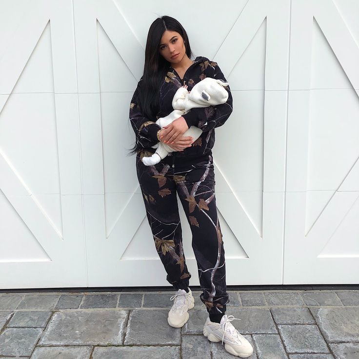 "396.2k Likes, 12.5k Comments - Kylie (@kyliejenner) on Instagram: ""angel baby is 1 month old today"""