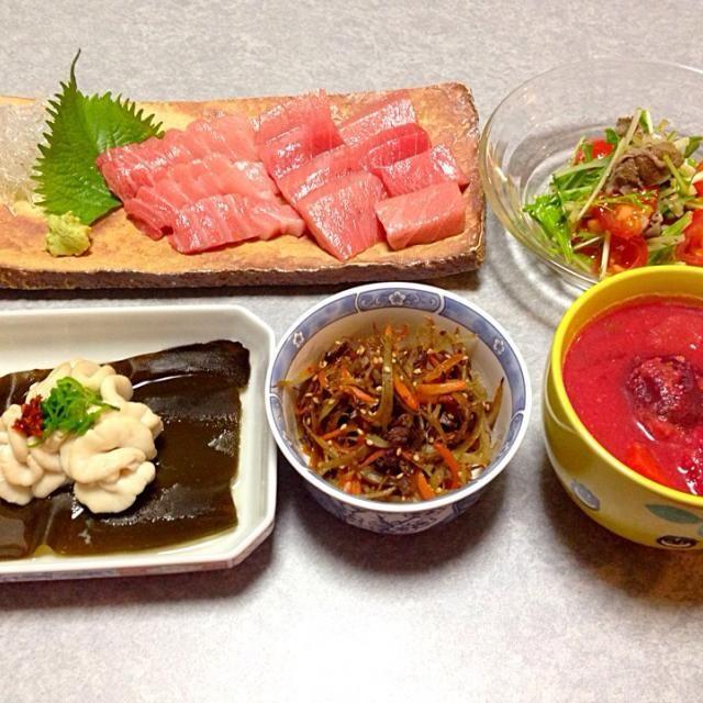 本マグロの大トロ、 鱈の白子の酒蒸し、 牛肉とゴボウのきんぴら、 サラダ、 ビーツを入れて真っ赤になっちゃった粕汁 です。 - 20件のもぐもぐ - 本マグロの大トロ by orieueki