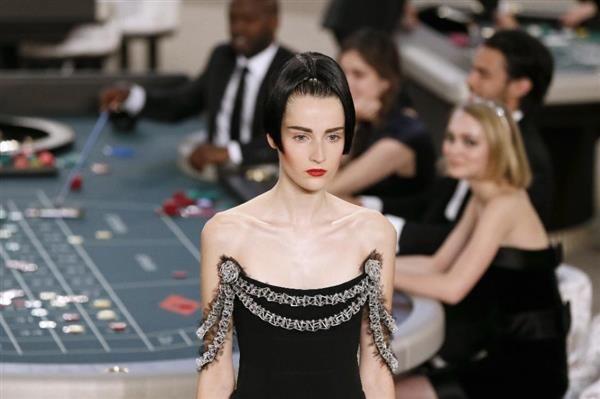 Alla Paris Fashion Week, abiti #Chanel stampati in #3D. #3dprinting #hautecouture