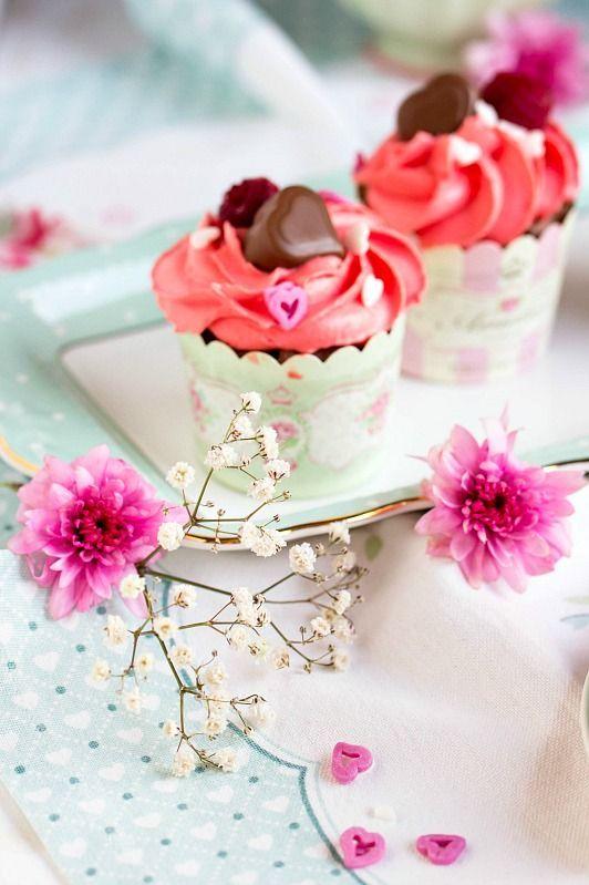 Himbeer Schoko Cupcakes Für Verliebte   Eine Romantische Rezept Idee Zum  Valentinstag. Ein Süßes