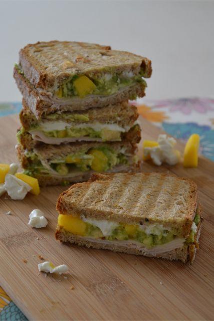 Hemelse lunch, deze Avocado/Mango toast!