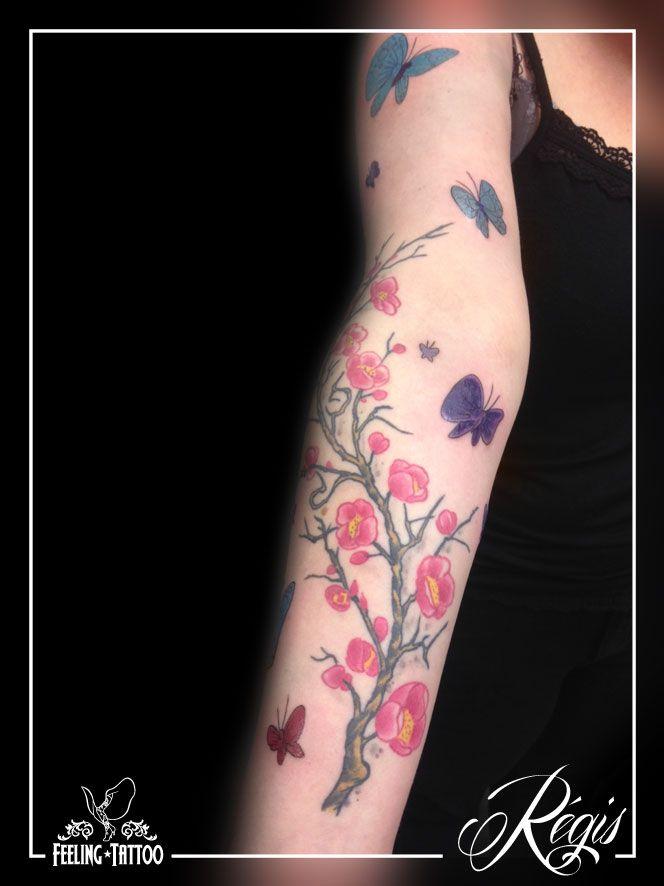 tatouage branche de cerisier et papillons avant bras en couleur tatouages tattoos papillons. Black Bedroom Furniture Sets. Home Design Ideas