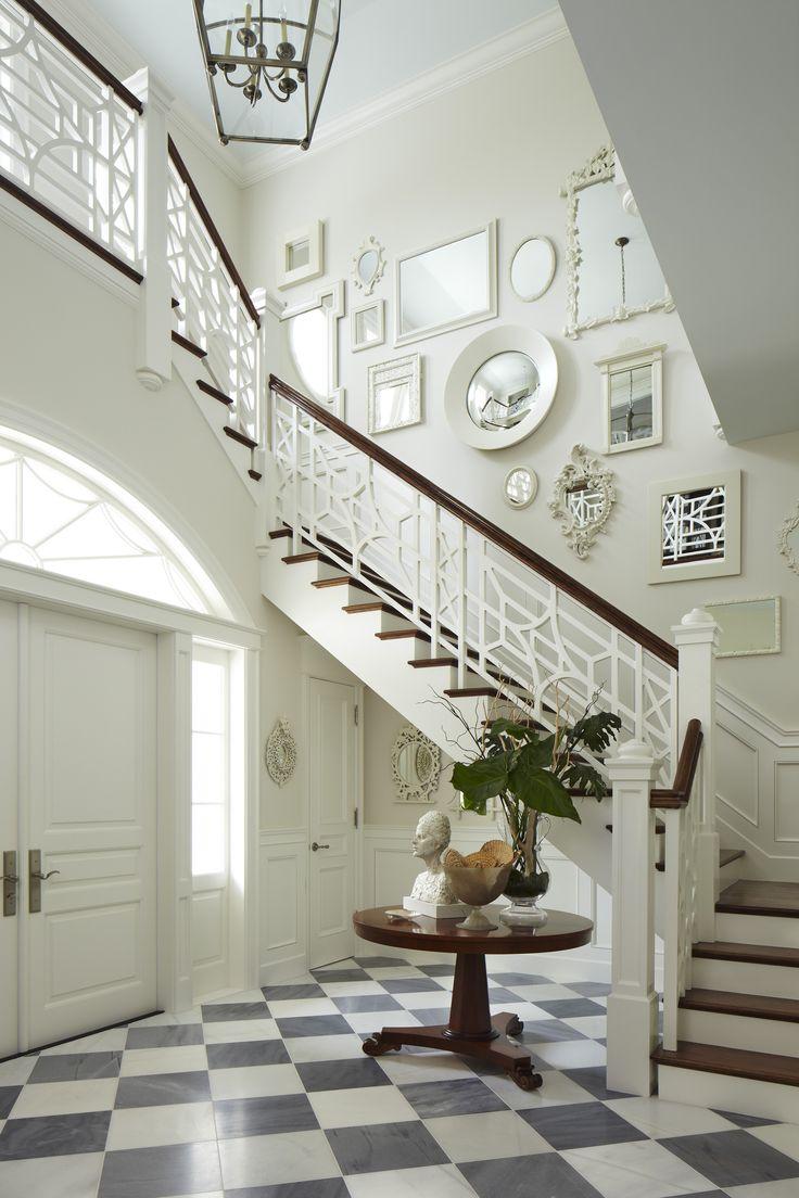 Quelle entr e sublime avec son sol de marbre son bel escalier avec sa balust - Escalier fixe au mur ...
