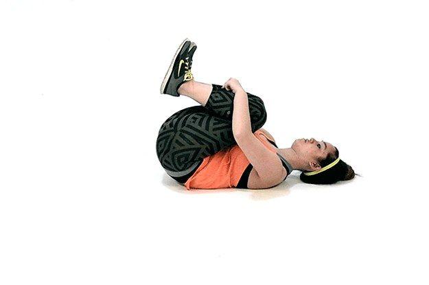 Experimente estes alongamentos antes ou depois de um treino (ou em qualquer outro momento).