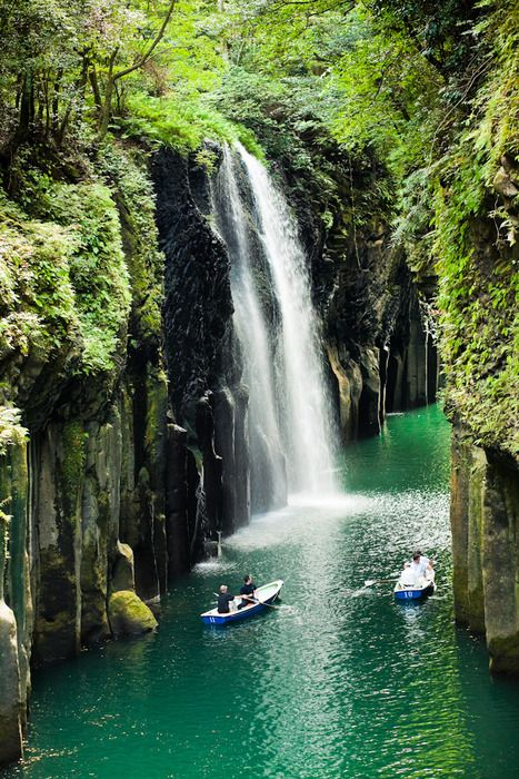 relaxingBuckets Lists, Kayaks, Fountain, Beautiful Places, Takachiho Gorge, World Geography, Adventure Travel, Miyazaki, Japan Travel