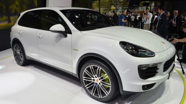 Hybrid SUV 2015 Porsche Cayenne Hybrid Handling, Features