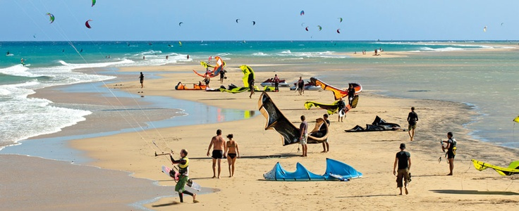 René Egli Kiteboarding Fuertaventura. Kite advanced pool. 3 hours per day course with 4 kiters.