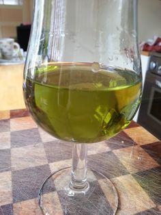 Volgens mij wordt het tijd voor wat heftigers!     Vandaag heb ik pastis gemaakt, tevens de basis voor absint.   Absint werd voor het eerst...