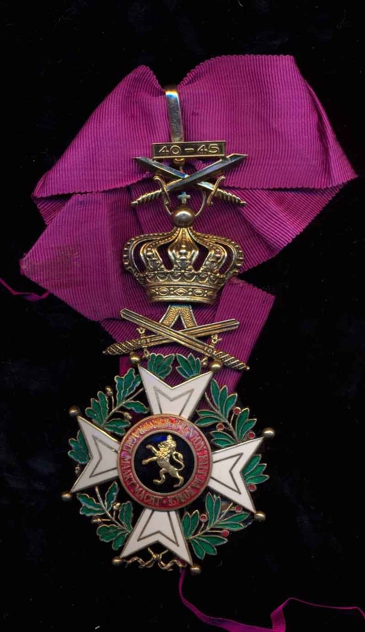 order medal decoration Order of Leopold (military), Commander's neck badge, with crossed swords of  WW