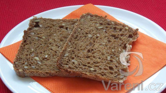 Slunečnicový chléb z domácí pekárny -