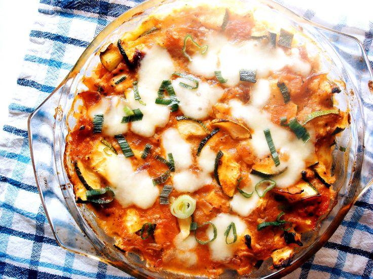 zapiekana kasza jaglana z cukinią, pomidorami i mozzarellą