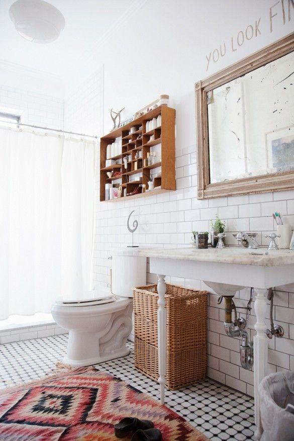 Un Look Bohème Dans La Maison Idées Photos Bohème Bathroom - Yellow and white bathroom rugs for bathroom decorating ideas