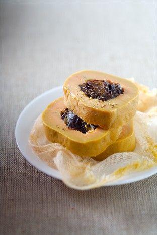 Foie gras aux pruneaux cuit au sel - Larousse Cuisine