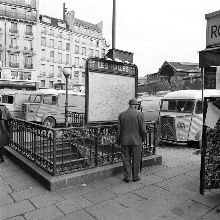 Bouche du métro des Halles de Paris Date : 19/09/1967 Crédits : Dartus, Aimé / INA
