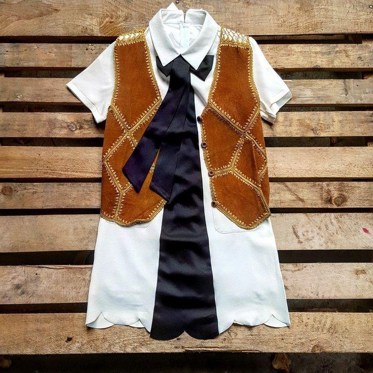 Camicia con fiocco 35 euro, gilet vintage scamosciato 28 euro!