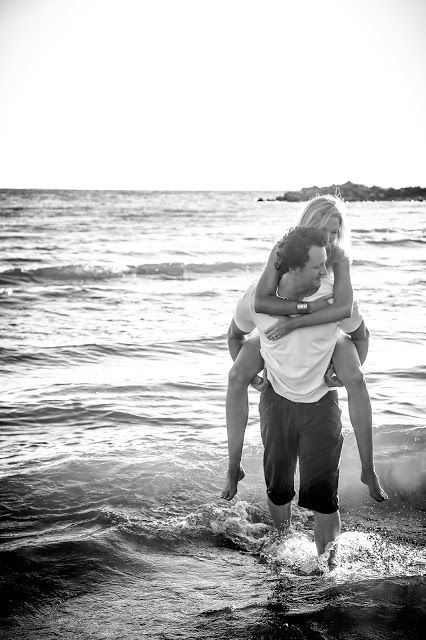 Romantic beach engagement photography | Engagement Photography | www.newvintagemedia.ca