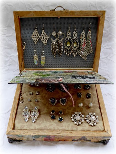 Earring Organizer From Two Frames, With Changeable Front