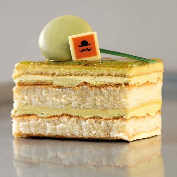#Pistachio  & #vanilla #cake - perfect for any #party - order online for this #Easter