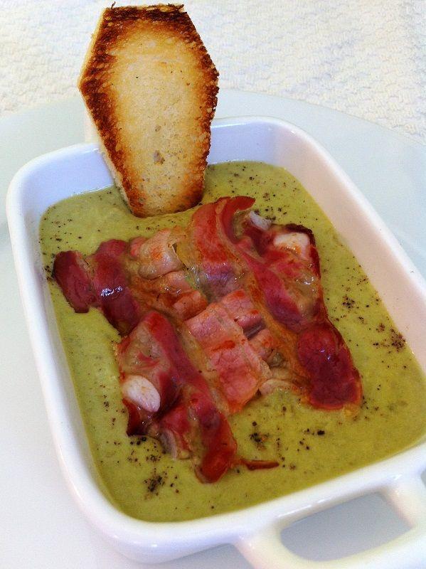 Vellutata di piselli con bacon croccante e crostini bara - Peas Soup for #halloween. #comfortFood