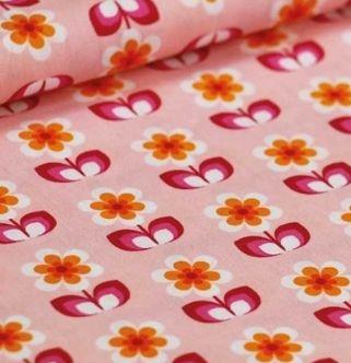 Kleurenset: Candy Orange Pink  Kleuren:  Lichtroze Fel roze Diep donkerroze Wit Oranje Licht oranje Donkerrood  Een bloem heeft een hoogte van 3.3 cm  Materiaal: 100% gekamde katoen met een zacht en soepel gevoel.  Gewicht: 110 gram / light weight  Stofbreedte: 145cm  Vlot strijkbaar - machinewasbaar op 30° - mag in de droogkast  Kleurvast en minimale krimp. Oeko-Tex gecertifiëerd.  Tip: voor het vernaaien/verwerken, kan je je stof best altijd even voorwassen. Let op: De kleuren op je…