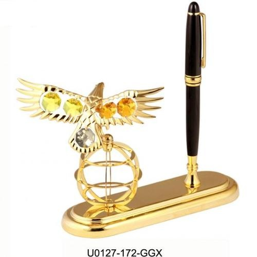 """Regalo di laurea per ragazzo """"Aquila su globo con penna dorata""""    http://www.ideebomboniere.com/laurea-con-swarovski/467-regalo-di-laurea-per-ragazzo-aquila-su-globo-con-penna-dorata.html"""
