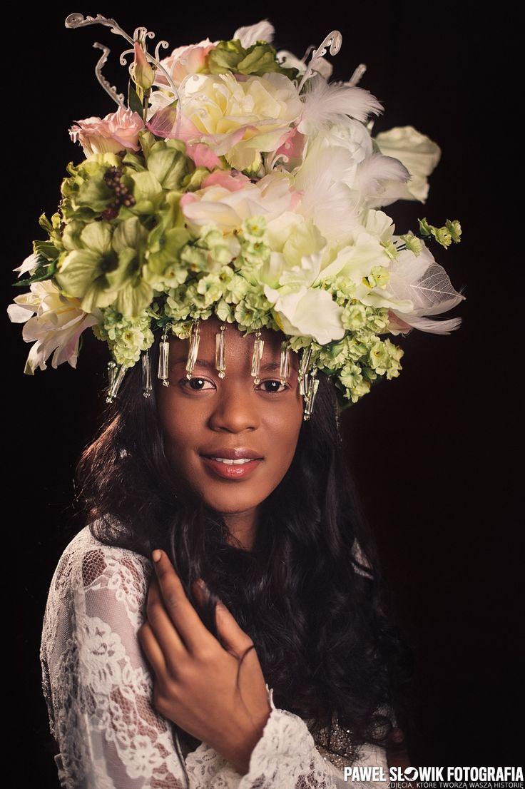Kwiecista królowa...  MUA & HAIR: Ewa Pogorzelska MOD: Vanessa FLOWERS: Salonik Kwiatowy Ewa Nowicka