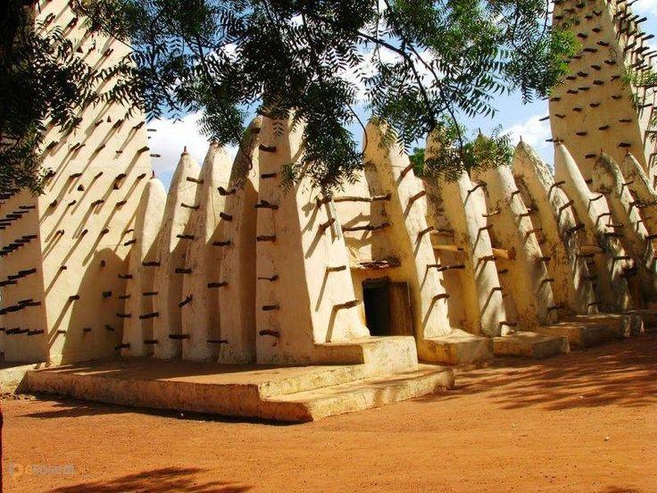 Большая мечеть Бобо-Диуласо – #Буркина_Фасо #Верхние_Бассейны (#BF_09) Мечеть в типичном суданском стиле http://ru.esosedi.org/BF/09/1000466372/bolshaya_mechet_bobo_diulaso/