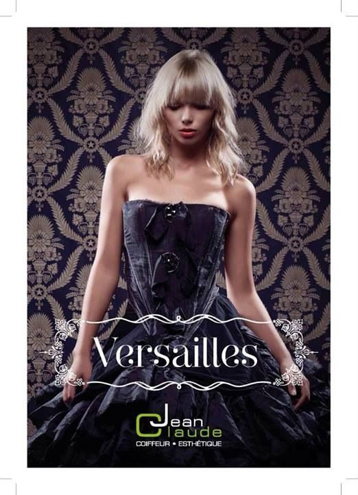 Jean claude paris presenta la collezione Versailles ,ha suggerito l'idea di una donna molto forte ed in sintonia con la propria bellezza.descritta come (fredda) si tratta di una collezione pura nei suoi colori,nella sua bellezza e nella sua sicurezza.orli sensuali,polsini e cuciture sulle spalle caratterizzavano una femminilità lussuosa e forte. La collezione Versailles rappresenta l'evoluzione di una bellezza originaria in una bellezza raffinata e sempre più femminile....