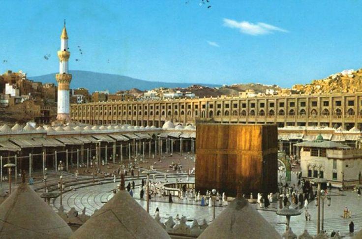 Aujourd'hui, les photos de la Mecque (et de la kaaba) sont connues de tous, les travaux au Haram sont presque suivis au jour le jour, on peut Regarder la Mecque en Direct sur internet depuis le monde entier etc. Mais à quoi ressemblait...