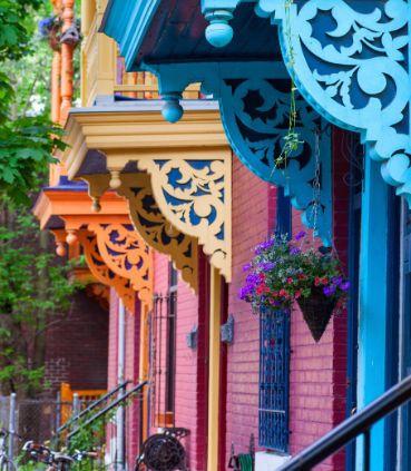 Notre hôtel Renaissance, situé au centre-ville de Montréal, offre des chambres luxueuses au décor contemporain ainsi qu'un service hautement personnalisé.