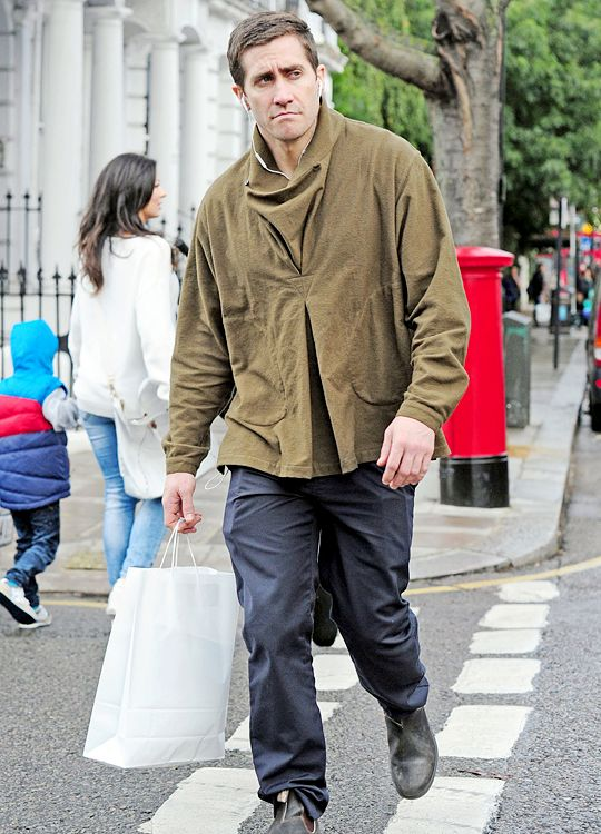 Jake Gyllenhall out shopping in London (October 1)