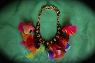 Collar con plumas. -Kty Fornieles-