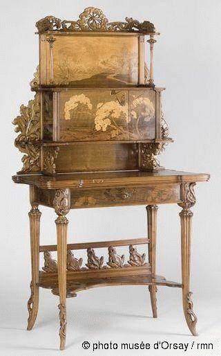 Emile Gallé Les Ombellules vers 1900 bureau de dame : robinier mouluré et sculpté, marqueterie de bois variés H. 1.6 ; L. 0.84 ; P. 0.55 musée d'Orsay, Paris, France ©photo musée d'Orsay