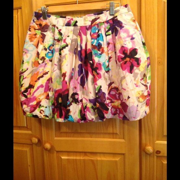 Balloon  mini skirt Beautiful floral skirt with 2  side pockets and   Back zipper   Fully lined  waist is  30 inches  length is 15 inches Tommy Hilfiger Skirts Mini