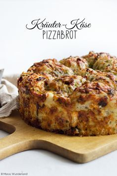 Kräuter-Käse-Pizzabrot / Herb & Cheese Pizza Bread (Deutsch / English)