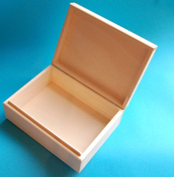 Natural wood box for all crafting projects. Ready to paint. Great for crafting projects, scrap-booking or decoupage.   Dimensions: 24,5x17,5x9