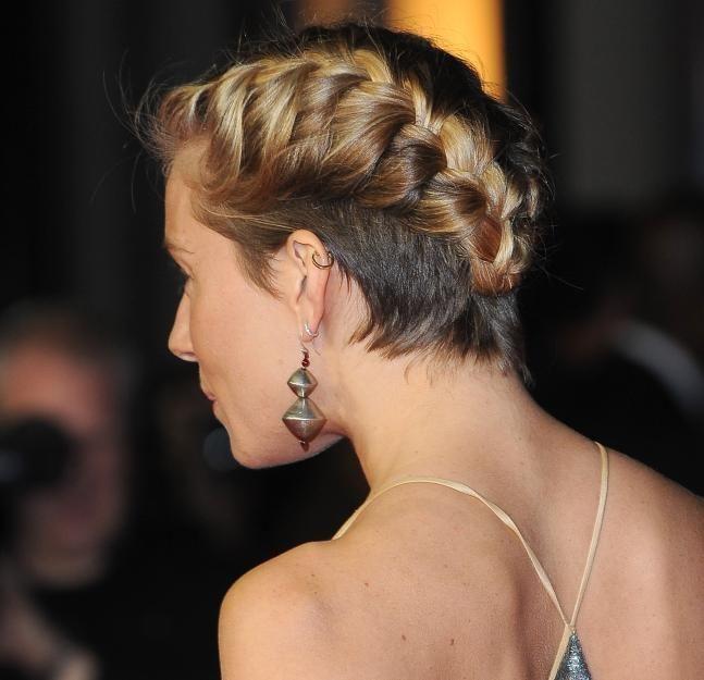 Sienna Miller zeigt von hinten ihren Undercut