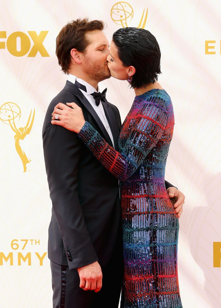 Peter Facinelli and Jaimie Alexander shared a sweet kiss on the Emmys red carpet!