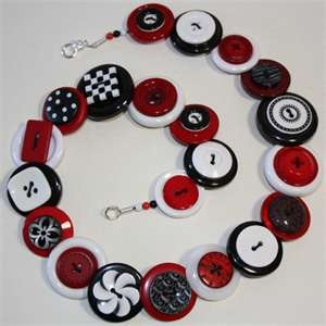 Do reveurs craft?  If they did, maybe a button bracelet would be involved...